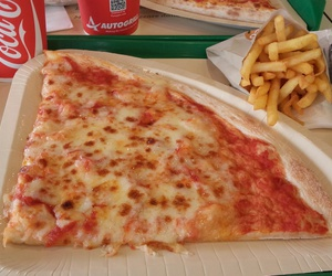 pizzas and frittes image