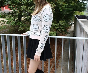 black and white, outfit, and otoño image