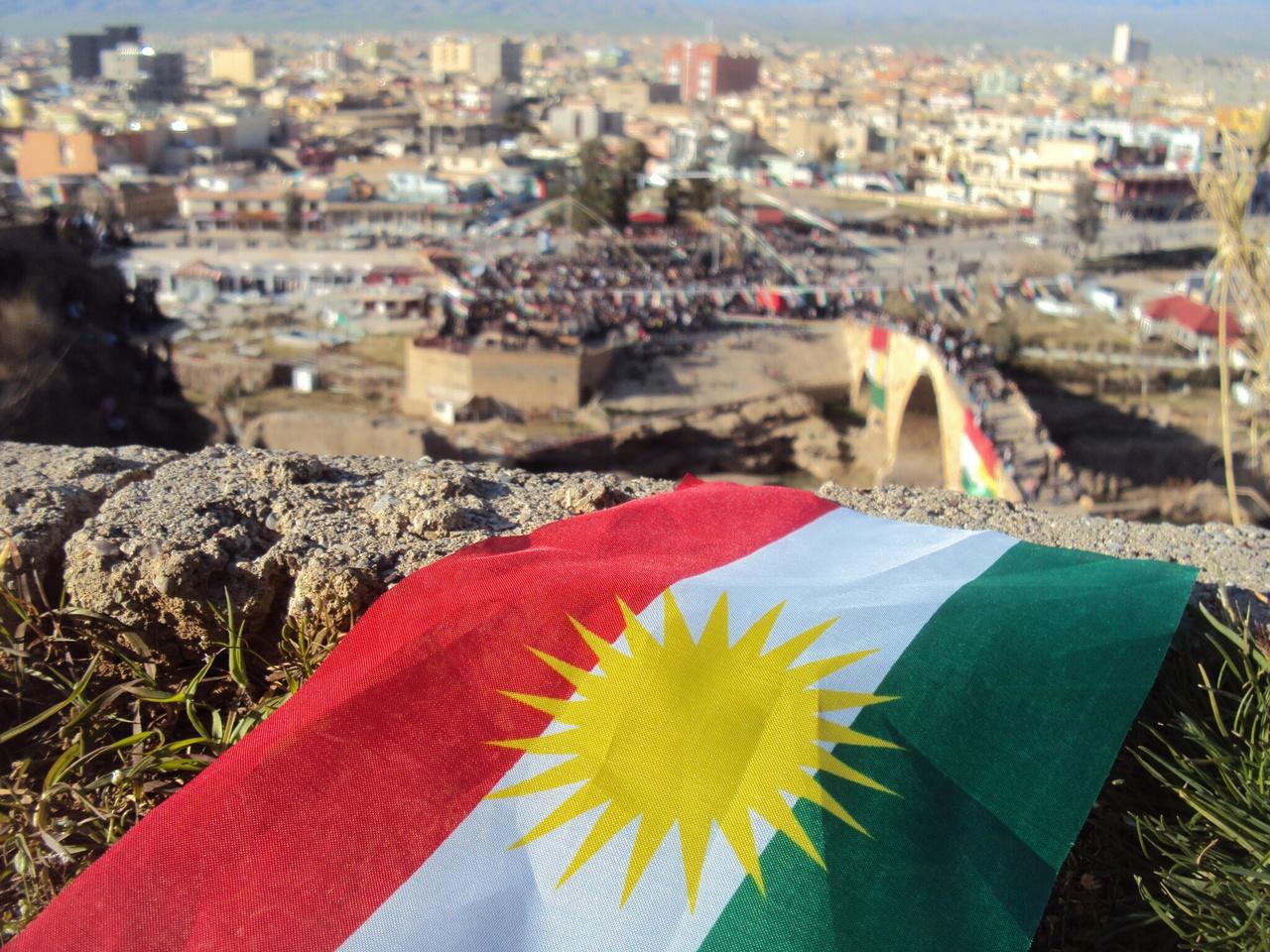 полумахровые картинки с флагом курдистана сейчас трудно представить