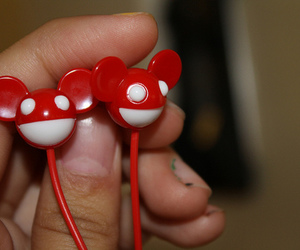 deadmau5 and earphones image