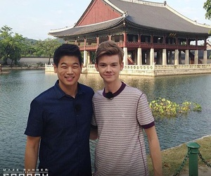 ki hong lee, the maze runner, and thomas brodie sangster image