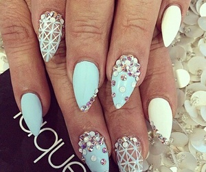nails and laque image