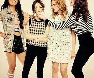 hailee steinfeld, anna kendrick, and brittany snow image