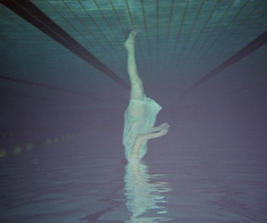 pool and underwater image
