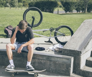boys, skaterboard, and cute image