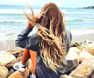 beach, curls, and playa image