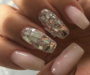 nails pink image