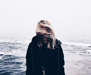 girl, indie, and sea image