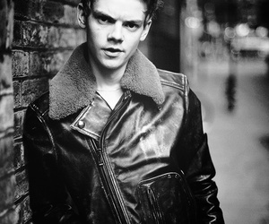 thomas brodie sangster, thomas sangster, and boy image