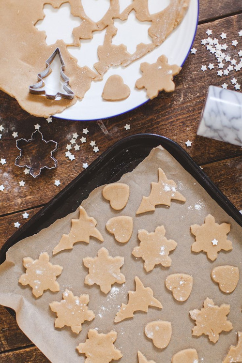 gingerbread and snow image