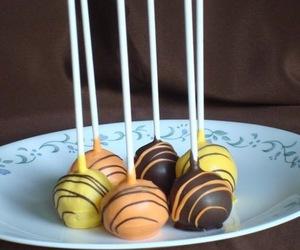 cake pops, wedding favors, and wedding desserts image