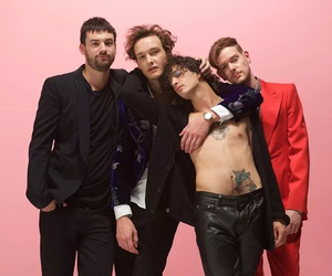 love me, ross macdonald, and the 1975 image