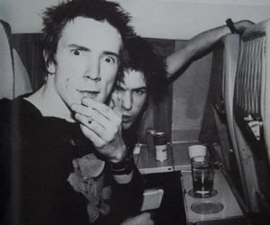 black and white, sex pistols, and sid vicious image