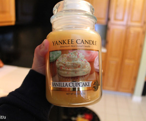 girly, vanilla cupcake, and yankee candle image