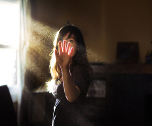 girl, luz do sol, and light image