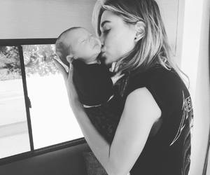 hailey baldwin and baby image