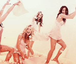 lucy hale, ashley benson, and pretty little liars cast image