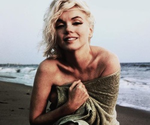 Marilyn Monroe, beach, and sexy image