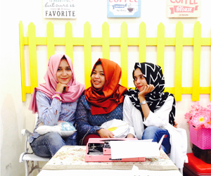 hijabstyle, hijabchic, and ​bestfriend image