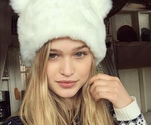 beanie, fur, and blonde image