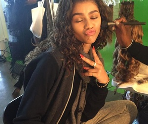 girl and zendaya image