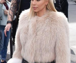 kim kardashian, fashion, and blonde image