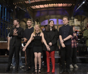 Elizabeth Banks, sam smith, and saturday night live image