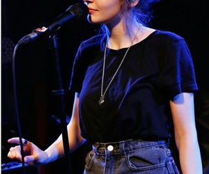 singer, lauren mayberry, and chvrches image
