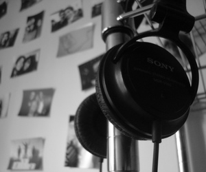 audio, black and white, and blanco y negro image