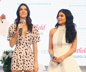 kylie jenner and kendall jenner image