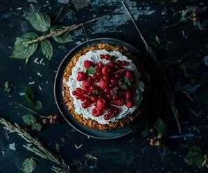 pie and raspberry image