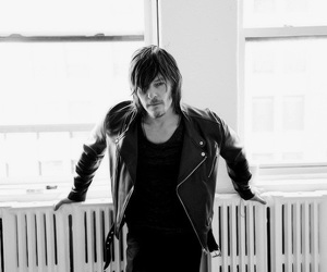 norman reedus and the walking dead image