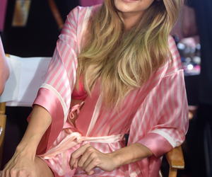 pink, Victoria's Secret, and gigi hadid image