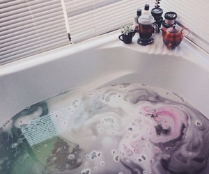 bath, lush, and bath bomb image