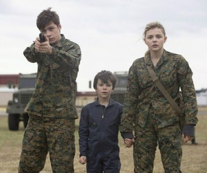 chloe grace moretz, nick robinson, and the 5th wave image