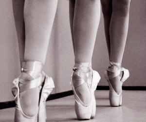 ballet, pointe, and black and white image