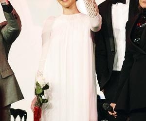 Jennifer Lawrence, mockingjay part 2, and premiere image