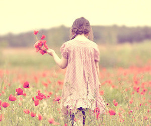 field, flores, and girl image