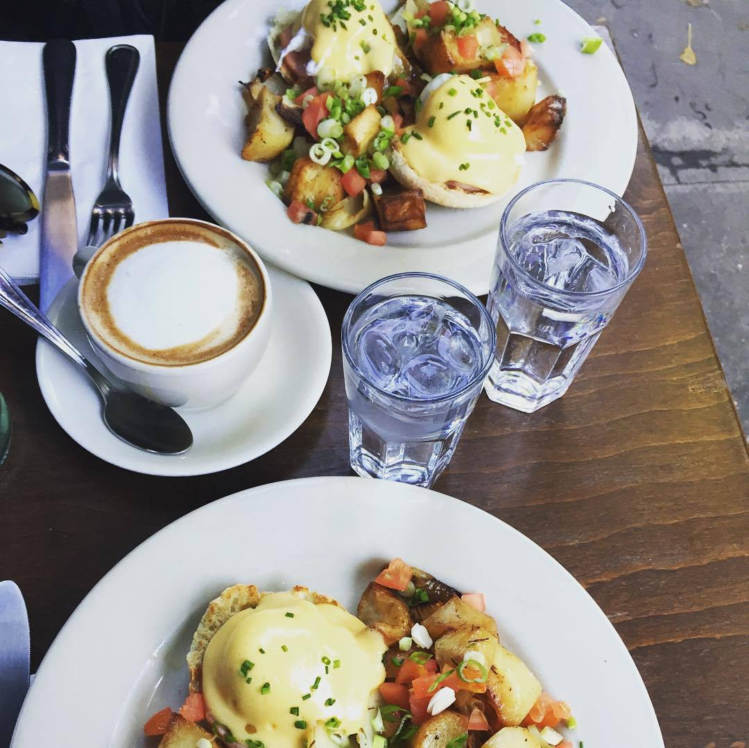 breakfast, brunch, and city image