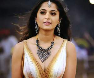 Hot and anushka shetty image