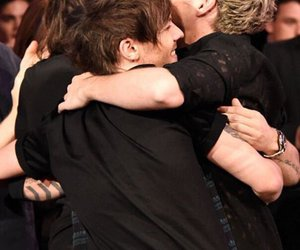 awards, hug, and amas1d image
