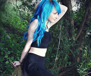 blue hair and fillieh famous image
