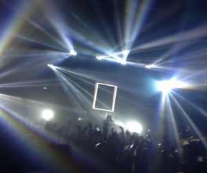concert, the 1975, and grunge image