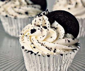 cupcake and oreo image