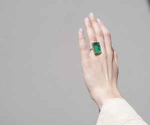 ring and emerald image