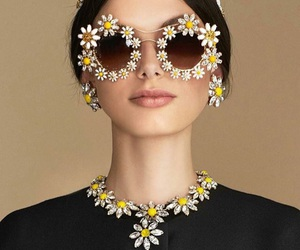 flowers, daisy, and dolce&gabbana image