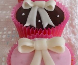little bow cupcakes image