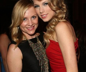 Taylor Swift and jessica capshaw image