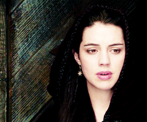 queen mary, reign, and adelaide kane image