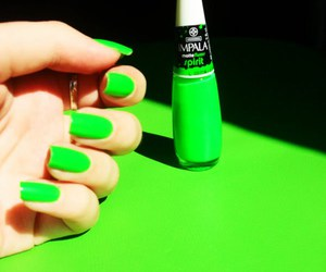 green and nails image